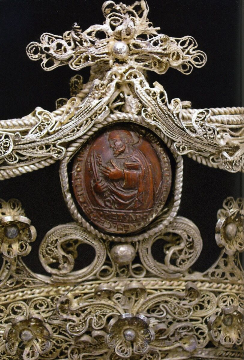 Detail of St. Peter in Properzia de' Rossi, Grassi Family Coat of Arms at the Museo Civico Medievale, Bologna, c. 1510-30. Courtesy of Irene Graziani at the University of Bologna.