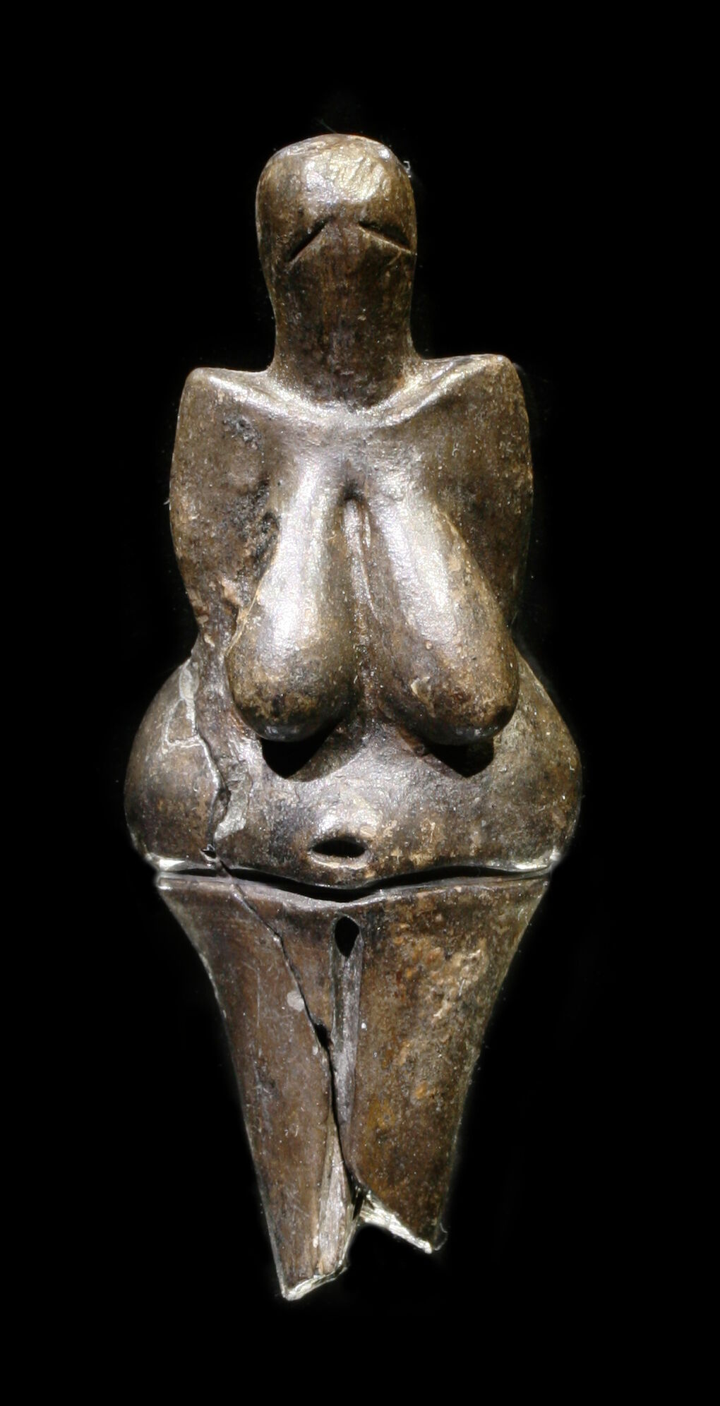 Venus of Dolní Věstonice, 29,000–25,000 B.C. Image via Wikimedia Commons.