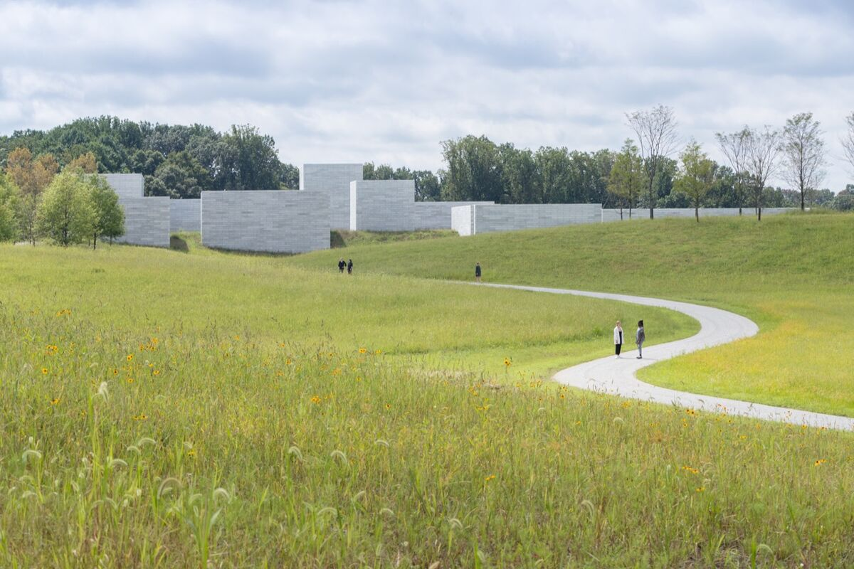 Approach to the Pavilions. Photo by Iwan Baan. Courtesy of Glenstone Museum.