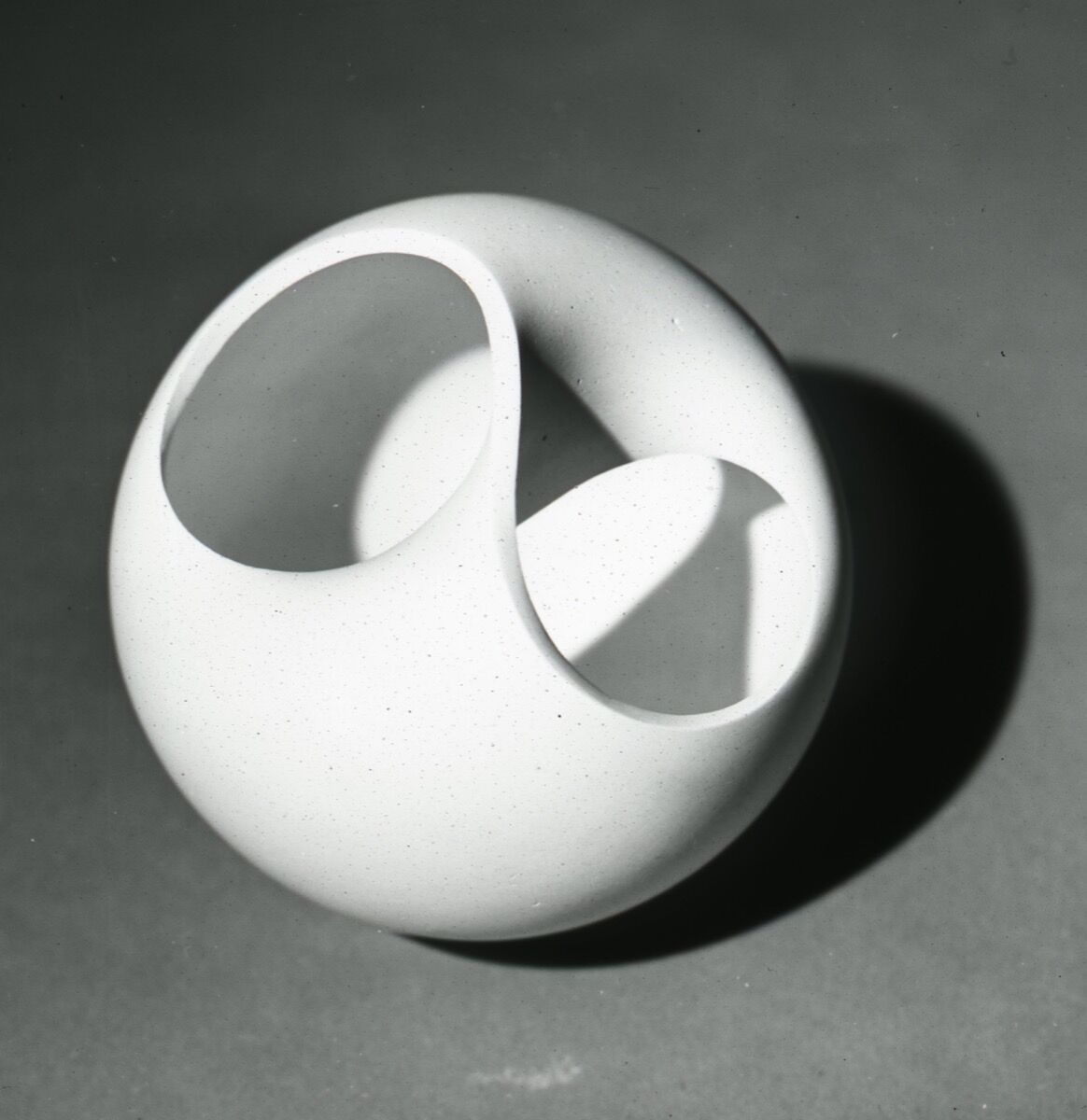 Non-orientable surface, 1956/57, plaster. Photo byWolfgang Siol. Courtesy of HfG-Archiv/Ulmer Museum.