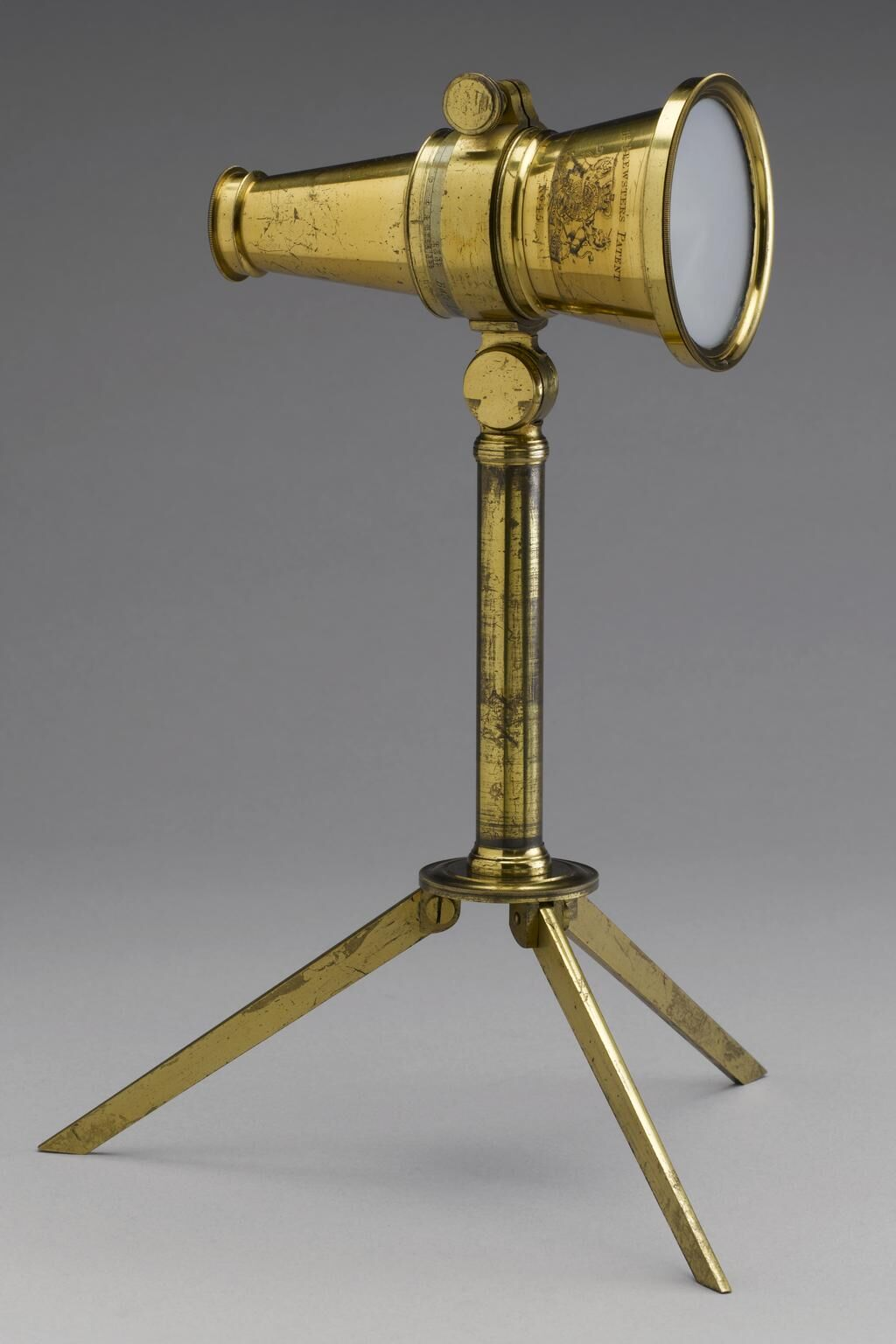 Brewster type kaleidoscope on tripod mount, by Robert Brettell Bate, c. 1820. © The Board of Trustees of the Science Museum. Courtesy of the Science Museum Group.