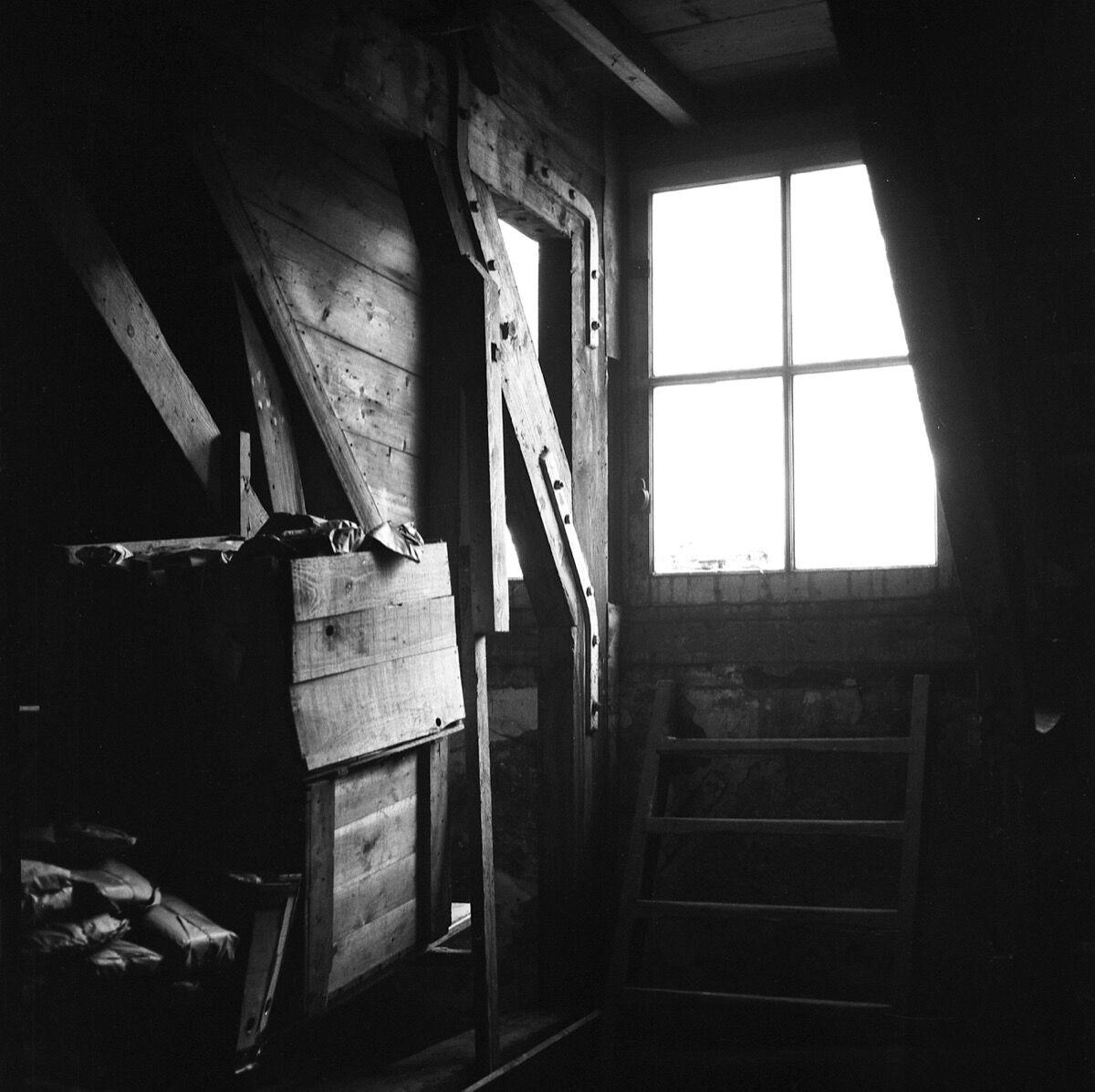 Maria Austria, The attic of the Secret Annex, 1954. © Maria Austria / MAI. Courtesy of the Jewish Historical Museum, Amsterdam.
