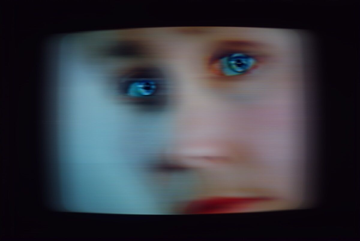 Lynn Hershman, still de Seduction of a Cyborg, 1996. Cortesia do artista