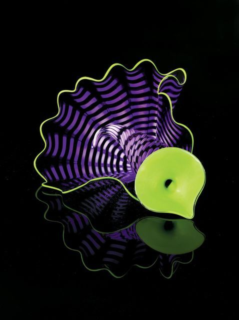 Dale Chihuly, Violet Persian Pair Studio Edition, 2012. © Dale Chihuly Studio. Courtesy of Galerie de Bellefeuille.