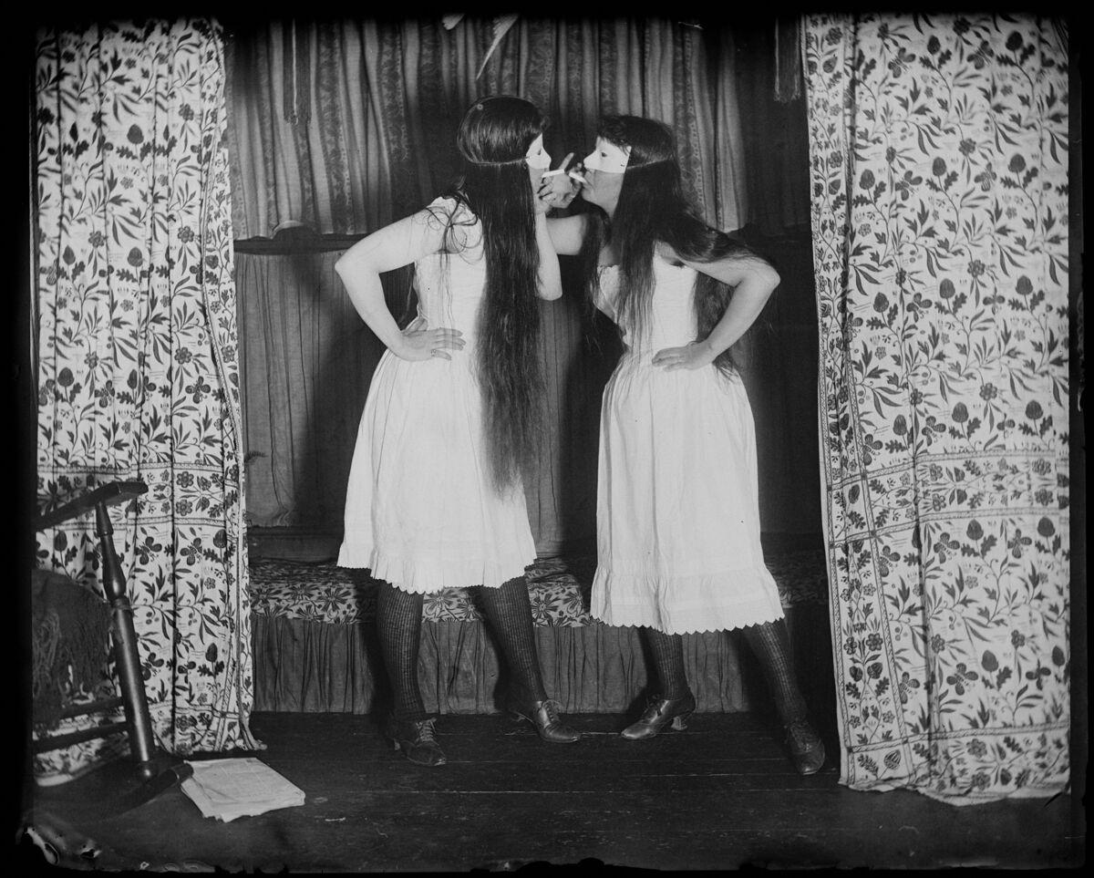 Alice Austen, Trude & I, 1891. Courtesy of Staten Island Historical Society.