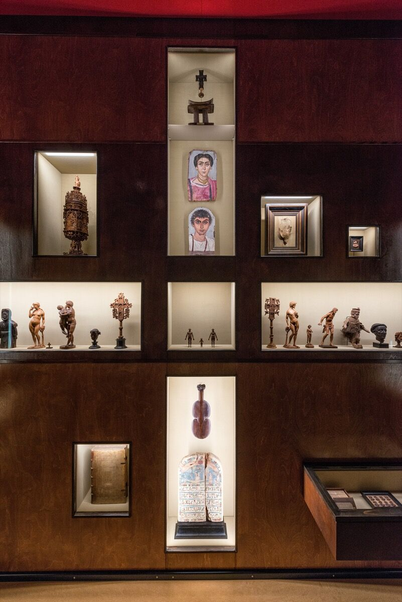 """Exhibition view of """"Spitzmaus Mummy in a Coffin and Other Treasures."""" © KHM-Museumsverband."""