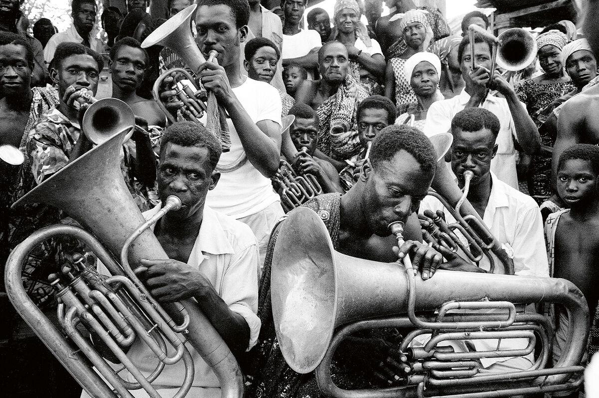 Priya Ramrakha, Musicians and singers, Accra, Ghana, 1966. © Priya Ramrakha.