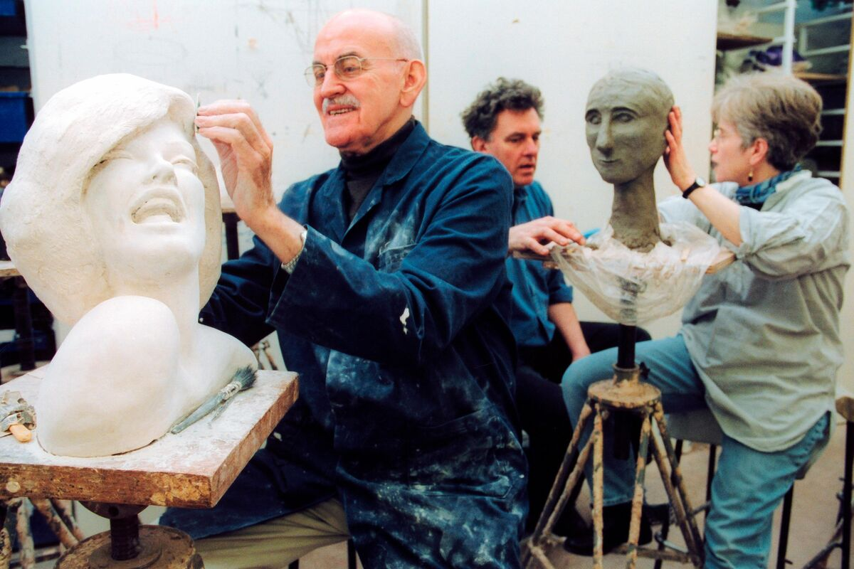 Students in adult education art class London UK. Photo by Photofusion/UIG via Getty Images.