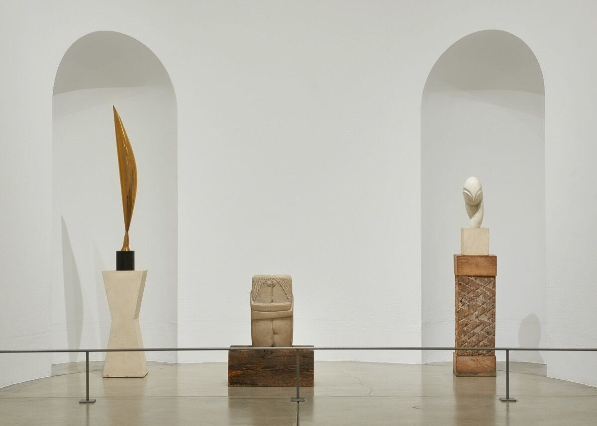 Installation view of The Louise and Walter Arensberg Collection, featuring works by Constantin Brancusi. © Artists Rights Society (ARS), New York / ADAGP, Paris. Courtesy of Philadelphia Museum of Art, 2020.
