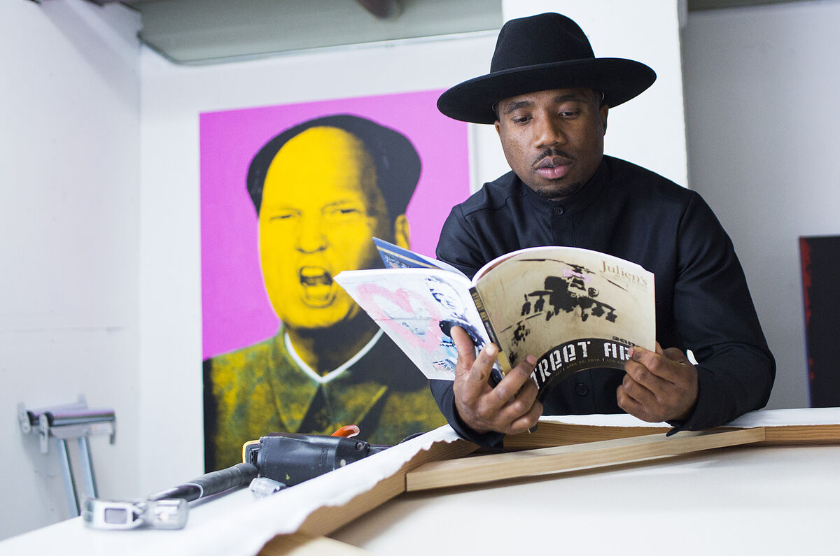 Knowledge Bennett in his studio, Los Angeles, 2016, courtesy of Julien's Auctions.