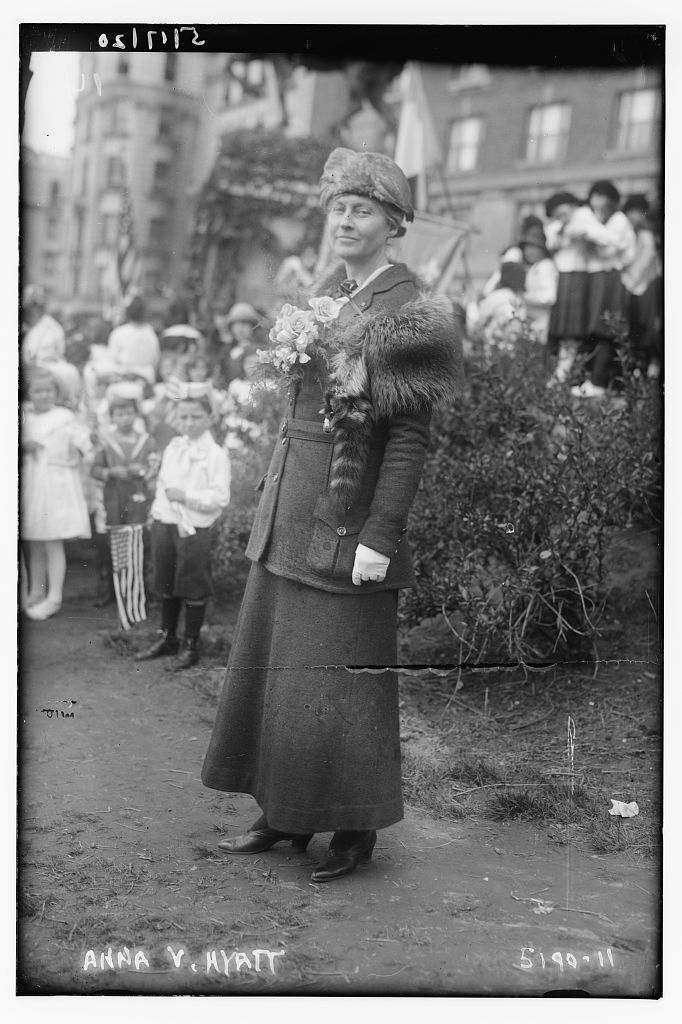 Anna Vaughn Hyatt Huntington at a ceremony honoring the canonization of Joan of Arc, New York, NY, May 15, 1920. Courtesy of the Library of Congress.