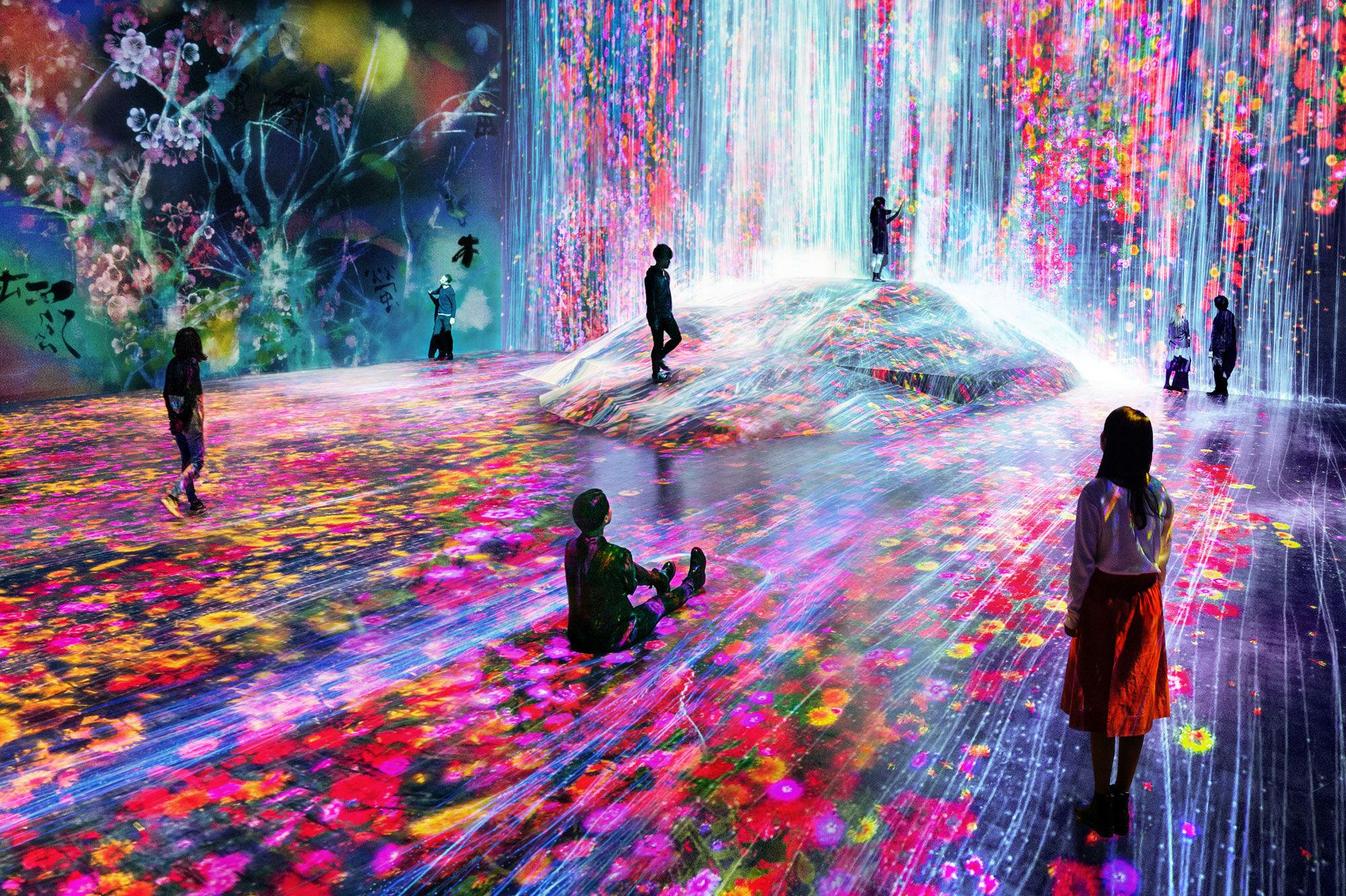 "Installation view of teamLab, ""Borderless,"" 2018, at Mori Building Digital Art Museum, Odaiba, Tokyo. © teamLab. Courtesy of Pace Gallery."
