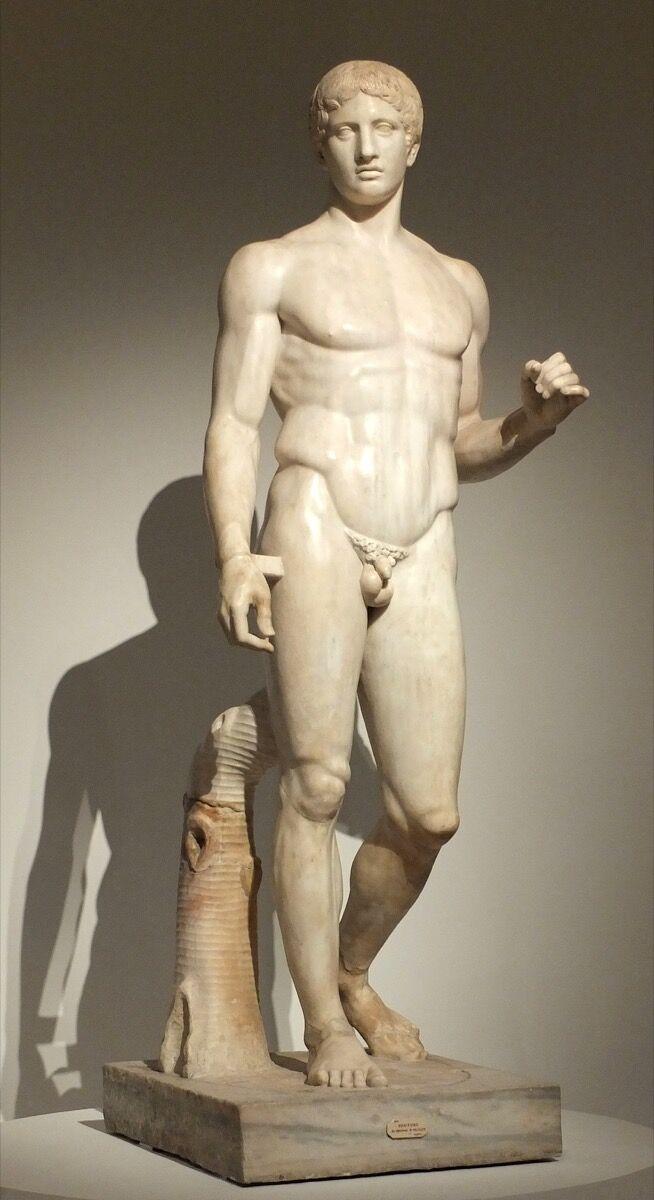 Polykleitos, Doryphoros (Spear Bearer), Roman copy of 440 BCE Greek original. Archaeological Museum of Naples, Pompeii. Via Wikimedia Commons.
