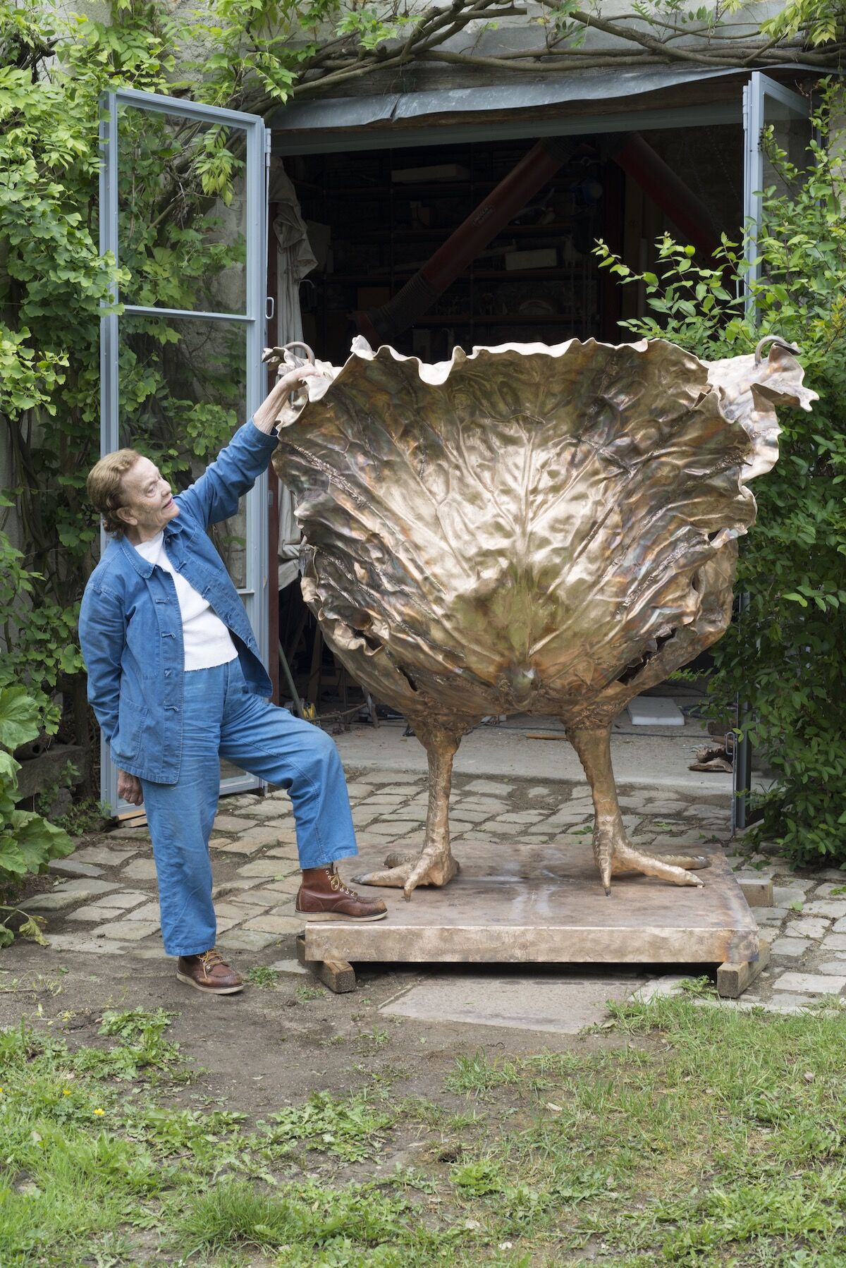 Claude Lalanne with the Choupatte Géante in 2016. Photo by Capucine de Chabaneix. © The Artist. Courtesy of Ben Brown Fine Arts.