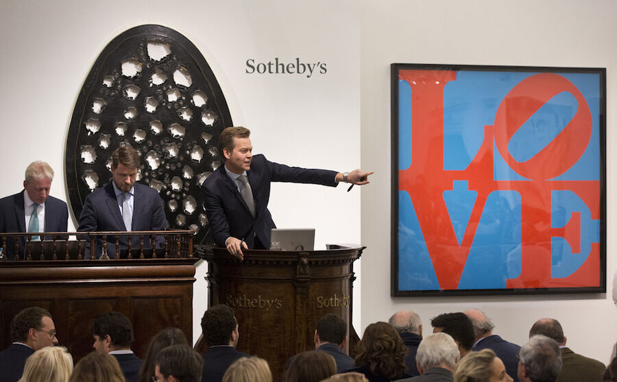 Lucio Fontanta's record-breaking sale goes under the hammer during the Italian Sale. Image courtesySotheby's.