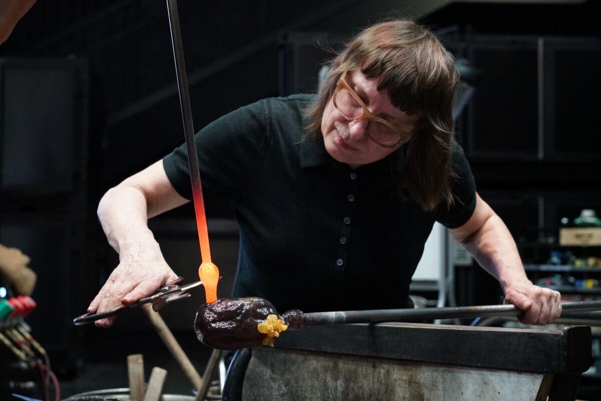 Deborah Czeresko during her residency at the Corning Museum of Glass. Photo by Amanda Sterling. Courtesy of The Corning Museum of Glass.