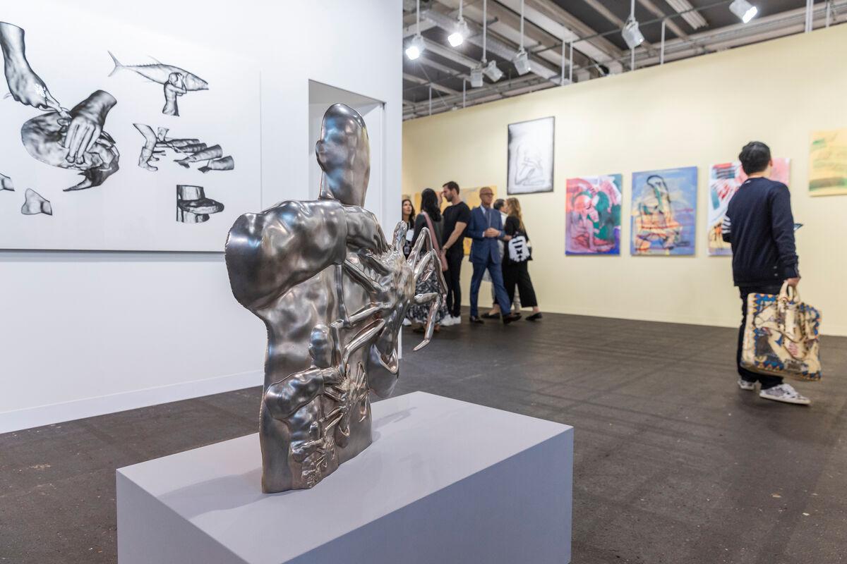 Vista da instalação do estande da Metro Pictures na Art Basel, 2019. Cortesia da Art Basel.