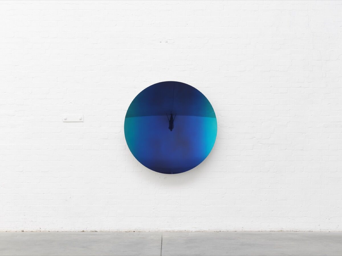 Anish Kapoor, Mirror (Colbalt Blue to Mipa 5), 2019. © Anish Kapoor. Courtesy of Lisson Gallery.
