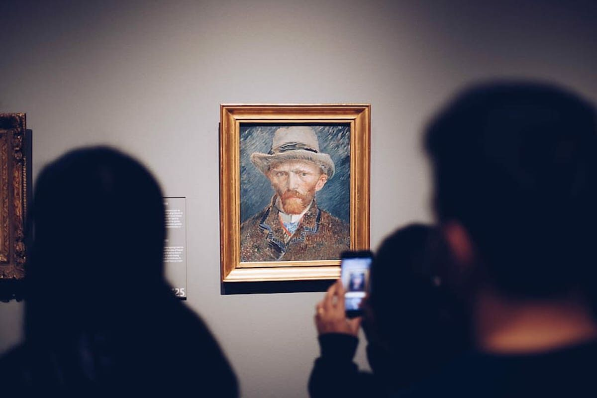 A museum visitor photographs a painting with their smartphone. Via Piqsels.