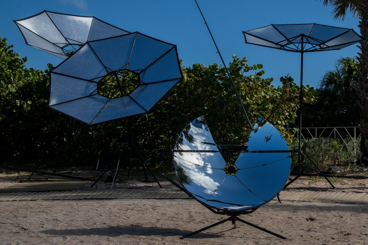 Installation views and Aerocene performances on the occasion of 'Audemars Piguet presents Tomás Saraceno for Aerocene' at Art Basel in Miami Beach, 2018. Courtesy Aerocene Foundation. Image by Aerocene Foundation licensed under the open source Creative Commons CC BY-SA 4.0.