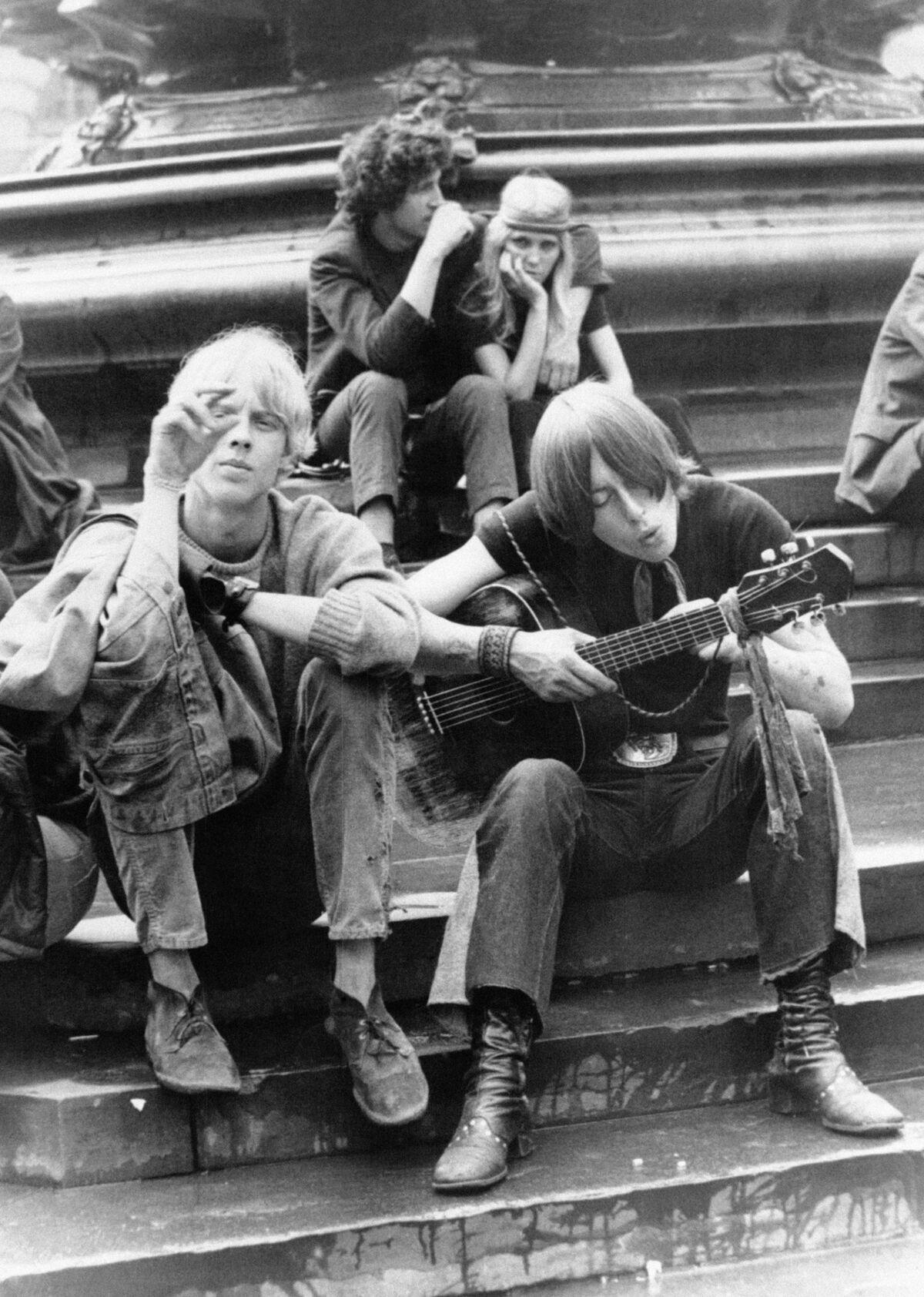 Beatniks in London, 1969. Photo by KEYSTONE-FRANCE/Gamma-Rapho via Getty Images.