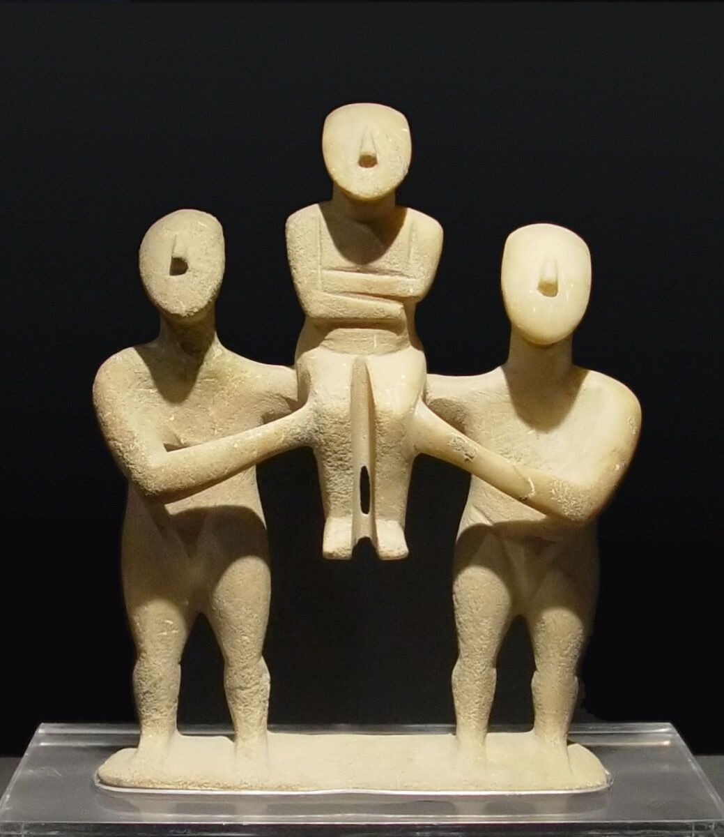 Group of three figurines, early Spedos type, Keros-Syros culture, Early Cycladic II. Image via Wikimedia Commons.