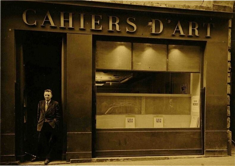 Marc de Fontbrune at the Cahiers d'Art gallery, 1957. Courtesy Cahiers d'Art.