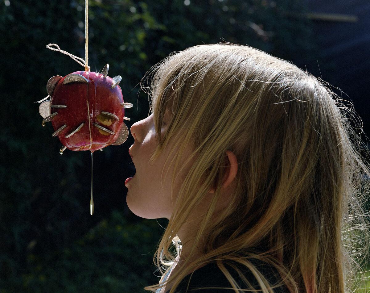 Torbjørn Rødland, Apple, 2006. Courtesy of STANDARD (OSLO) and Nils Stærk.
