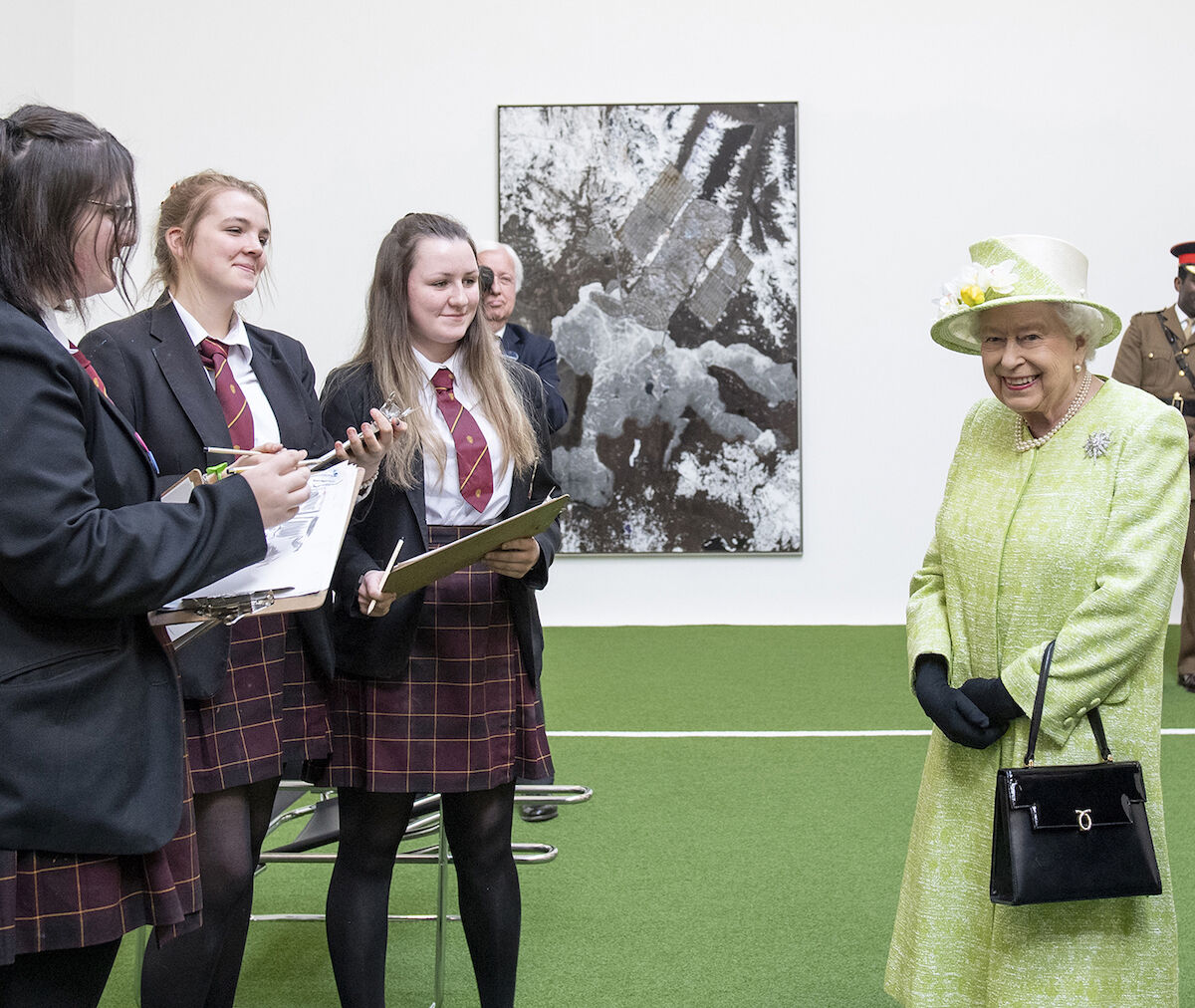 Students from Sexey's School, Bruton, and Her Majesty The Queen. Behind: Matthew Day Jackson, Solipsist III, 2018. © Matthew Day Jackson. Photo by Sim Canetty-Clarke.