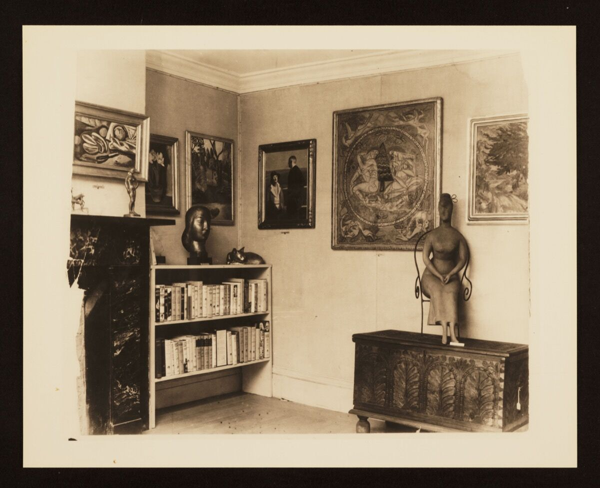 The inaugural exhibition at the Downtown Gallery in November 1926, featuring Marguerite Zorach's tapestry Memories of a Summer in the White Mountains and Elie Nadelman's sculpture Seated Woman. Courtesy of the Jewish Museum.