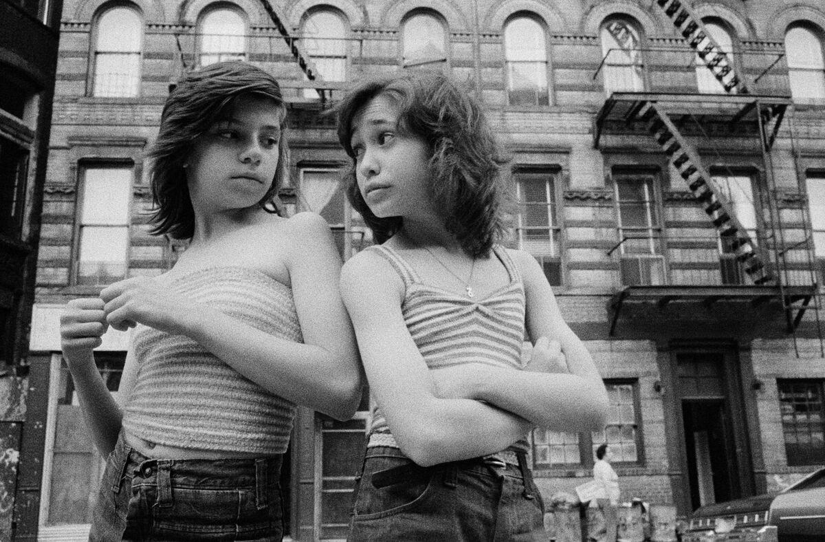 Susan Meiselas, USA. Dee and Lisa on Mott Street, Little Italy, New York City, 1976. © Susan Meiselas/Magnum Photos.