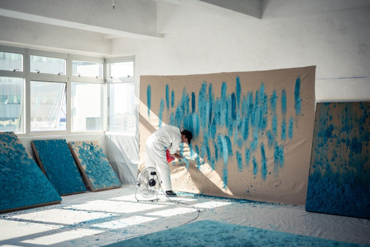 Bosco Sodi in his studio. Courtesy of Axel Vervoordt Gallery.