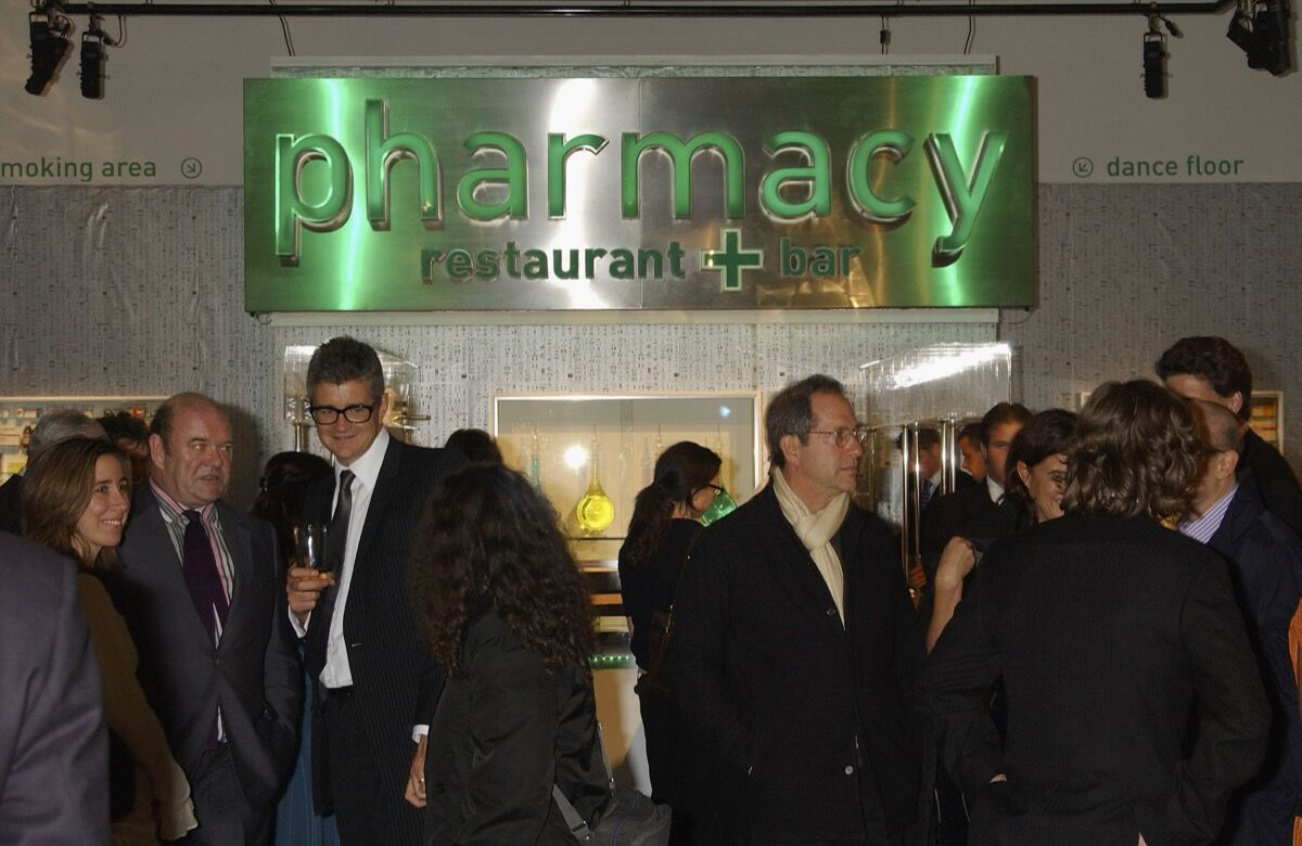 """The dinner and party to celebrate the auction of artwork from Damien Hirst's """"Pharmacy"""" restaurant in Notting Hill, held at Sotheby's New Bond Street auction house, London, 2004. Photo by Dave Benett/Getty Images."""