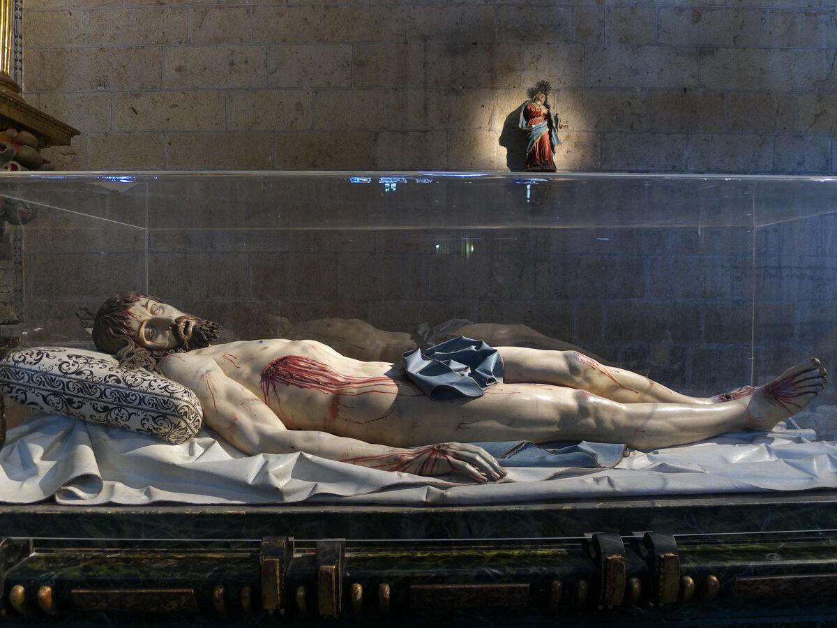 Gregorio Fernández, Dead Christ, 1631-1636. Photo by José Luis Filpo Cabana, via Wikimedia Commons.