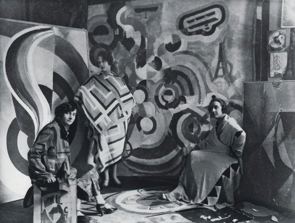Sonia Delaunay and two friends in Robert Delaunay's studio, rue des Grands-Augustins, Paris 1924. Bibliothèque nationale de France, Paris. Courtesy Tate Modern.
