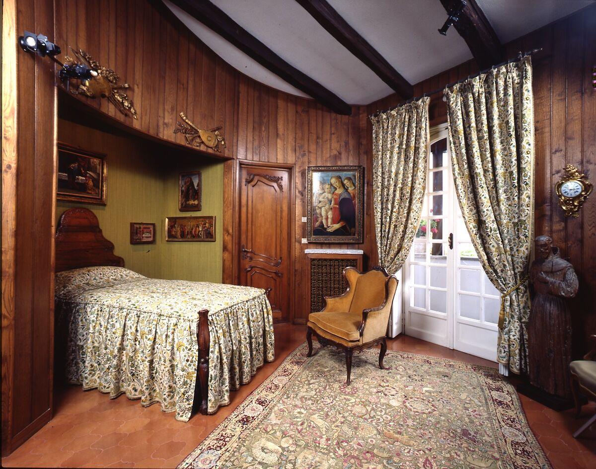 Jacopo del Sellaio's painting in the tower bedroom at Villa Cerruti. Photo by Francesco Federico Cerruti, late 1980s. Courtesy Castello di Rivoli Museo d'Arte Contemporanea, Rivoli-Turin.