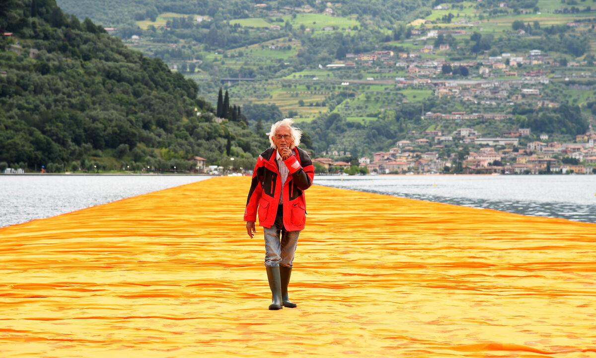Christo walks on his piece The Floating Piers, Sulzano, Italy, 2016. Photo by Pier Marco Tacca/Getty Images.