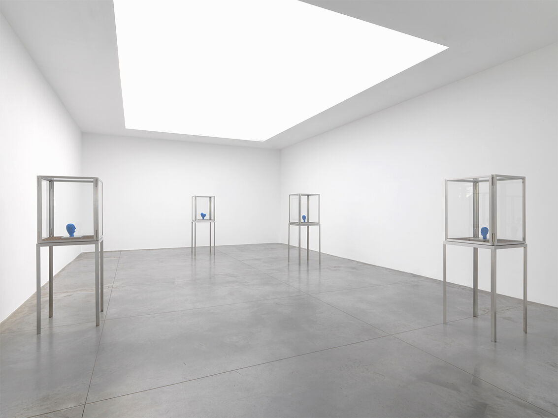 "Installation view,""Louise Bourgeois: Les têtes bleues et les femmes rouges,"" 2015. CourtesyXavier Hufkens, Brussels."