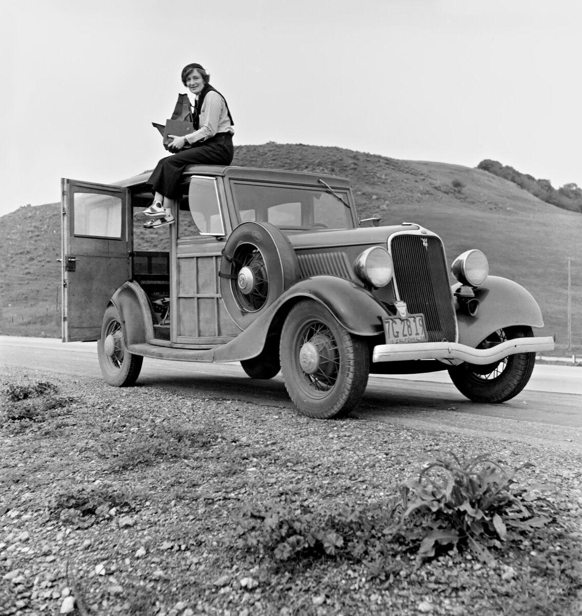 Photo of Dorothea Lange in California. Image via Wikimedia Commons.