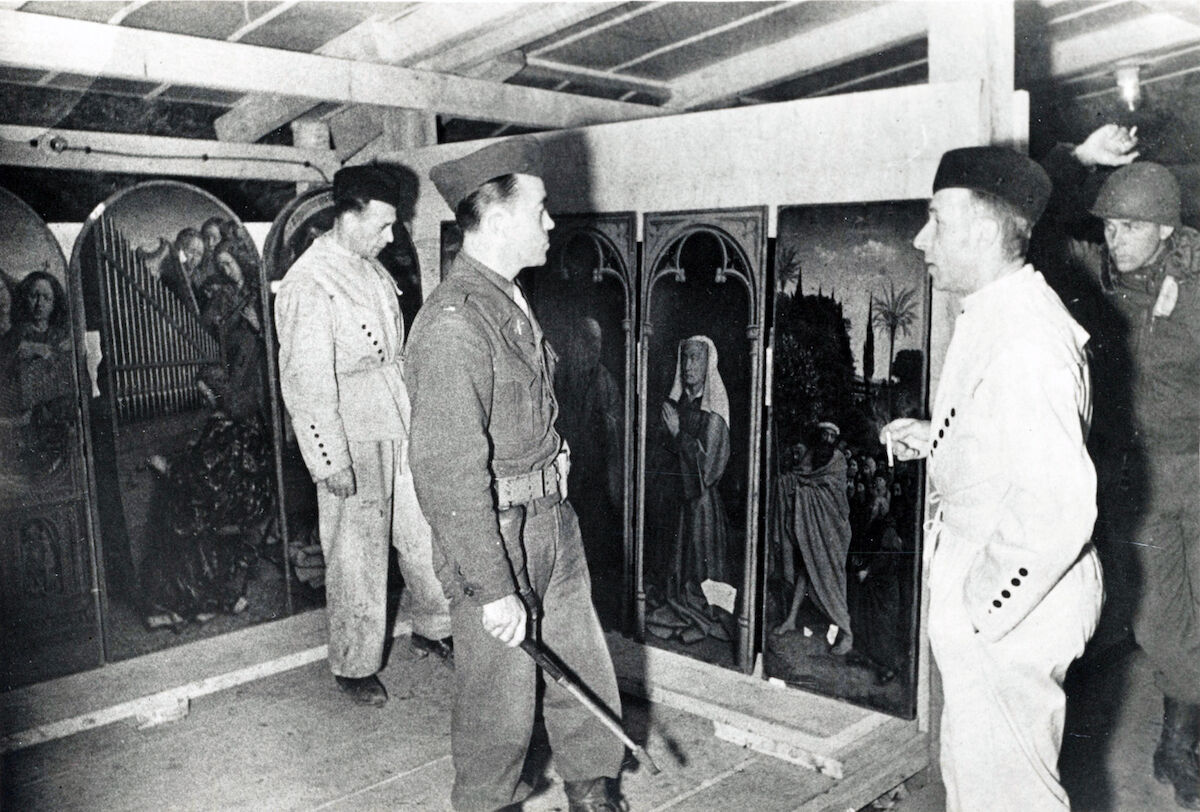 Soldiers inspect looted art in the Altaussee salt mine. Photo via Wikimedia Commons.