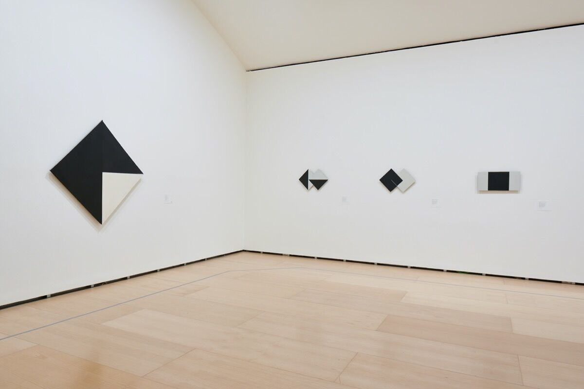 "Installation view of ""Lygia Clark: Painting as an Experimental Field, 1948–1958"" at Guggenheim Bilbao, 2020. © ""The World of Lygia Clark"" Cultural Association. Courtesy of Guggenheim Bilbao."