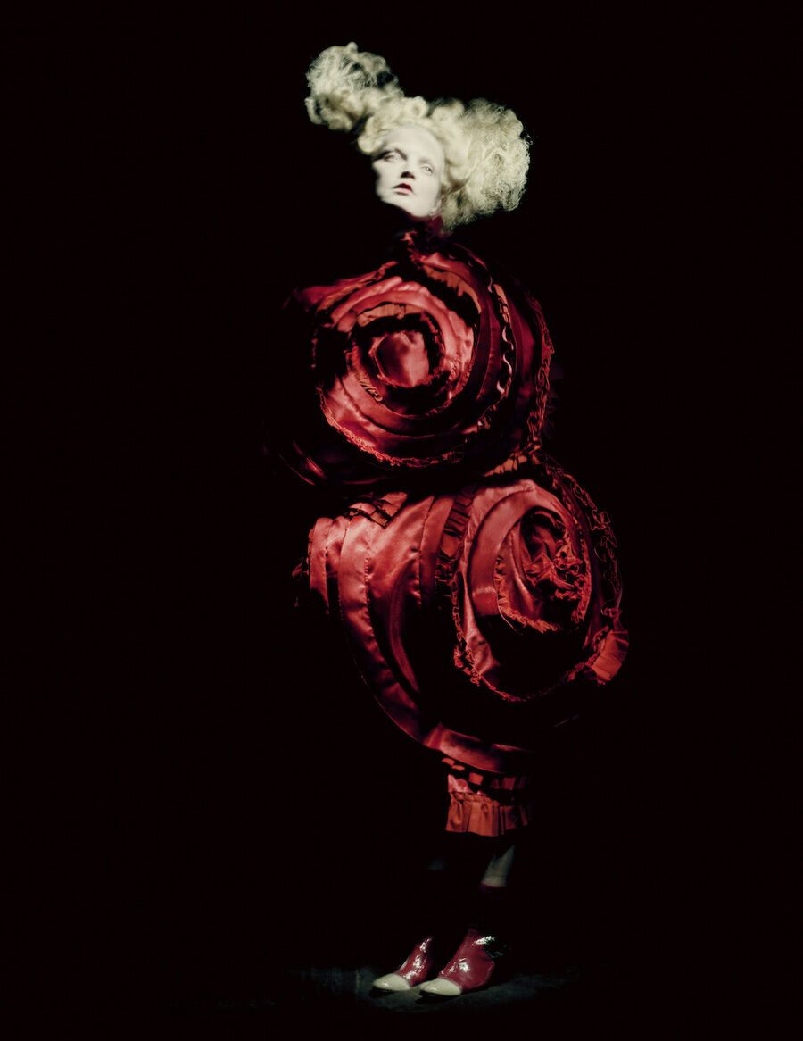 Rei Kawakubo for Comme des Garçons, Blood and Roses, spring/summer 2015. Courtesy of Comme des Garçons. Photo by © Paolo Roversi. Courtesy of the Metropolitan Museum of Art.