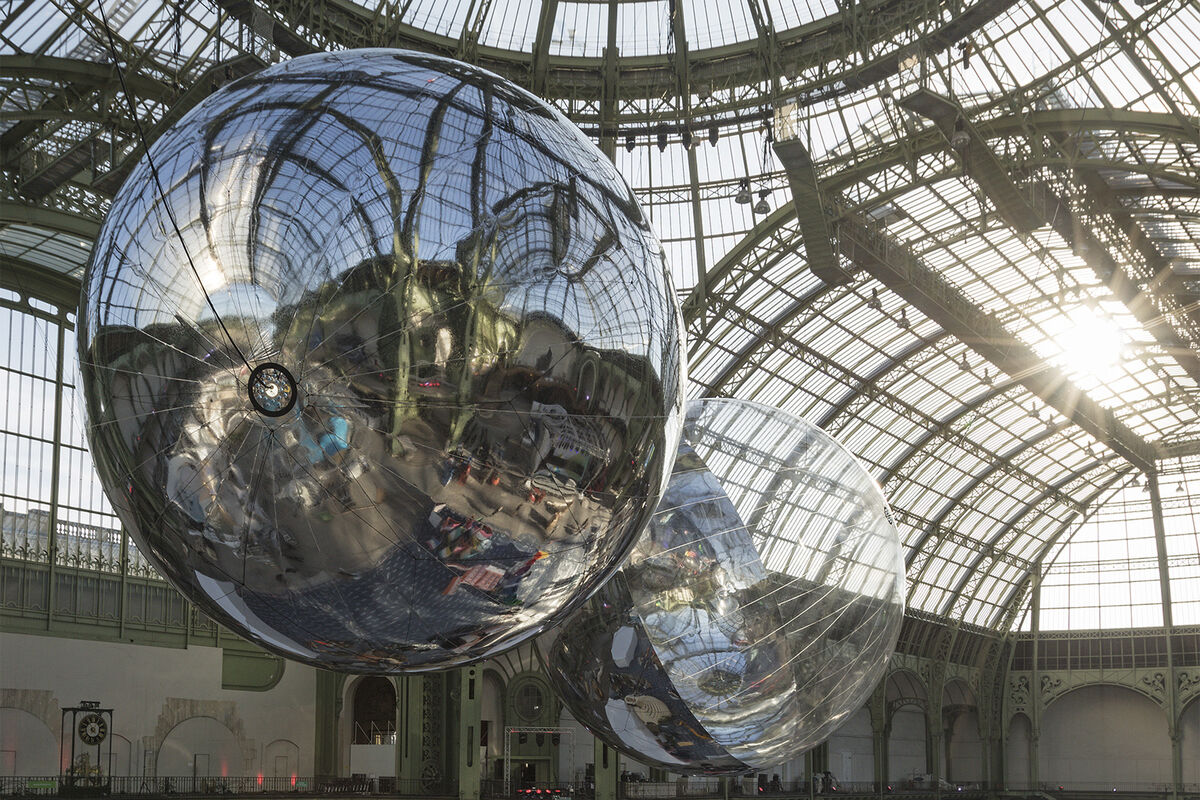 Installation view of Tomás Saraceno, Aerocene, 2015 at the Grand Palais. Courtesy the artist; Tanya Bonakdar, New York; Andersen's Contemporary, Copenhagen; Esther Schipper, Berlin. Photography Studio Tomás Saraceno.