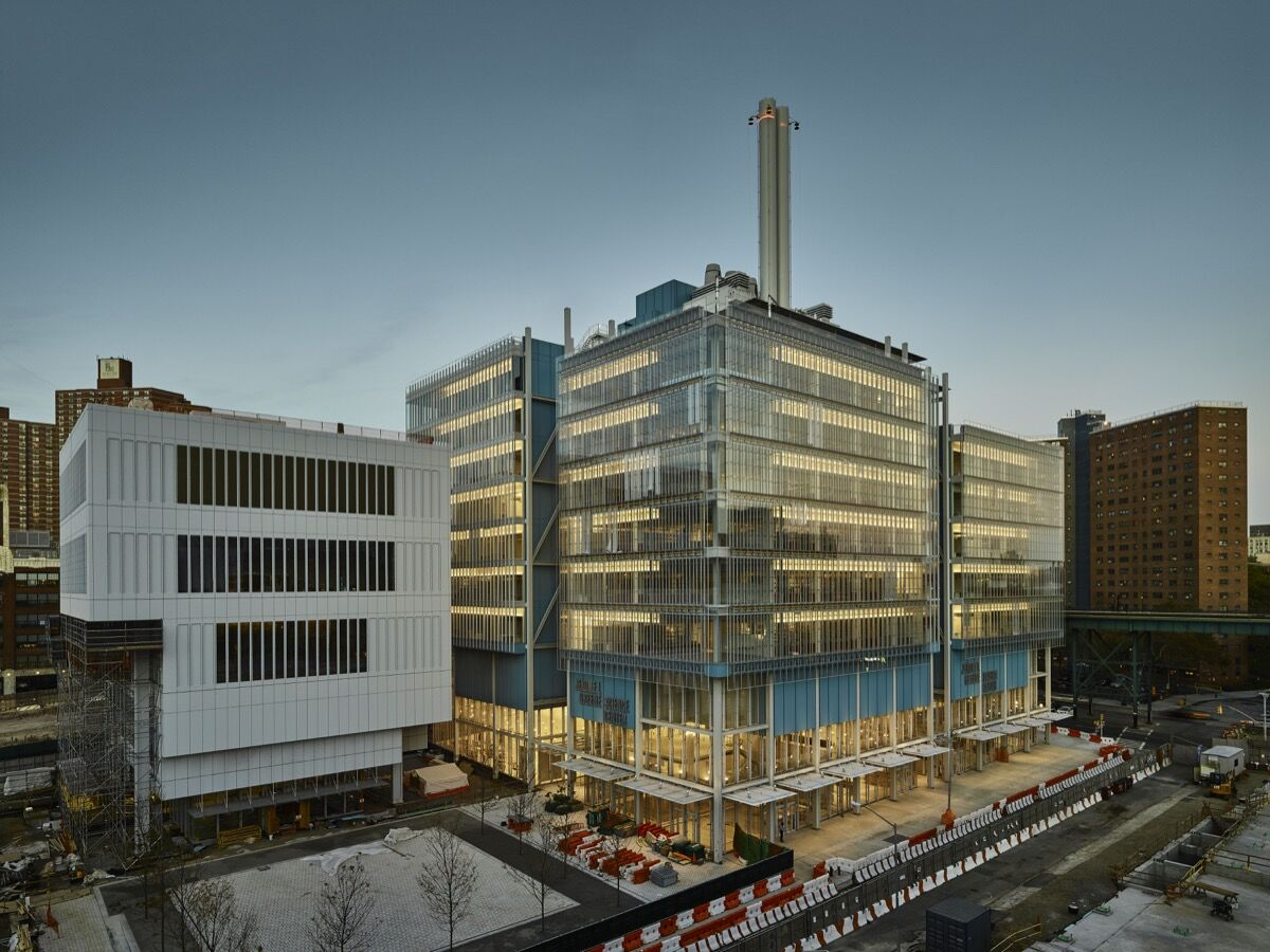 Lenfest Center for the Arts (left) and Jerome L. Greene Science Center (right). Photograph by © Columbia University/Frank Oudeman.