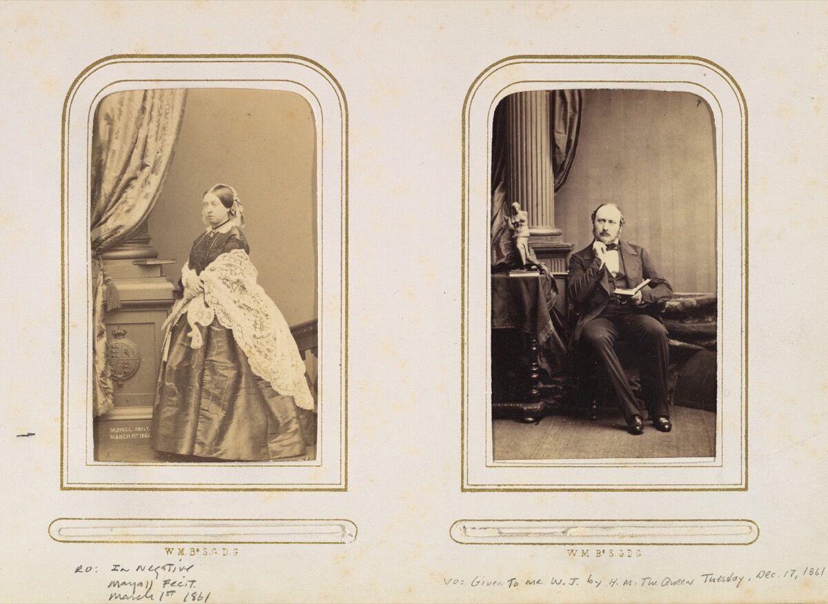 Carte de Visite Álbum de realeza británica y europea, 1860–70.  Imagen vía Wikimedia Commons.