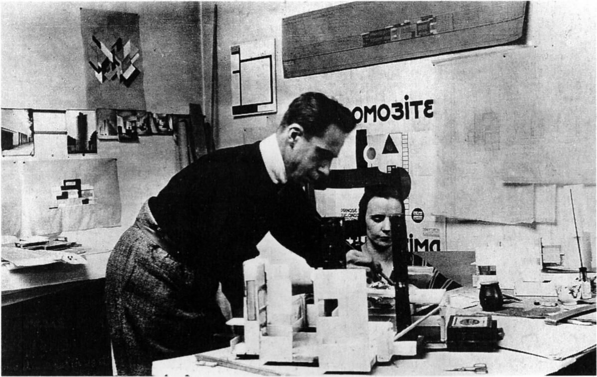Theo and Nelly van Doesburg in the studio on Rue du Moulin Vert, Paris, 1923. Photo via Wikimedia Commons.