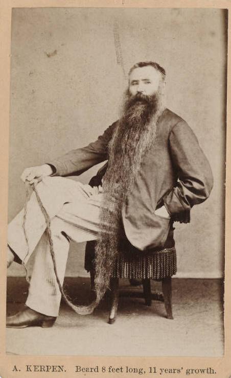 A. Kerpin, barba de 8 pies de largo, 11 años & # x27;  crecimiento.  Imagen de la Biblioteca Beinecke, a través de Flickr.