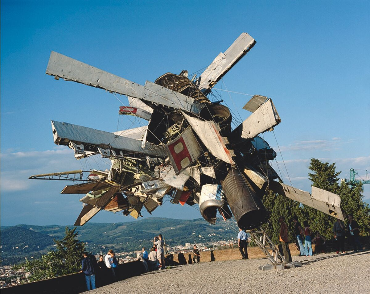 Nancy Rubins, installation view of MoMA & Airplane Parts at Forte Belvedere Florence, Italy, 2003. Courtesy of the artist.