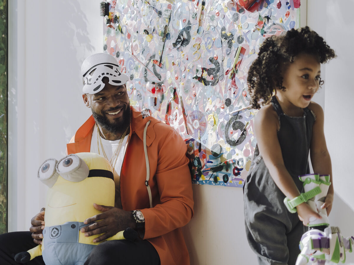 Portrait of Martellus Bennett and his daughter Jett in their Chicago home by Whitten Sabbatini for Artsy.