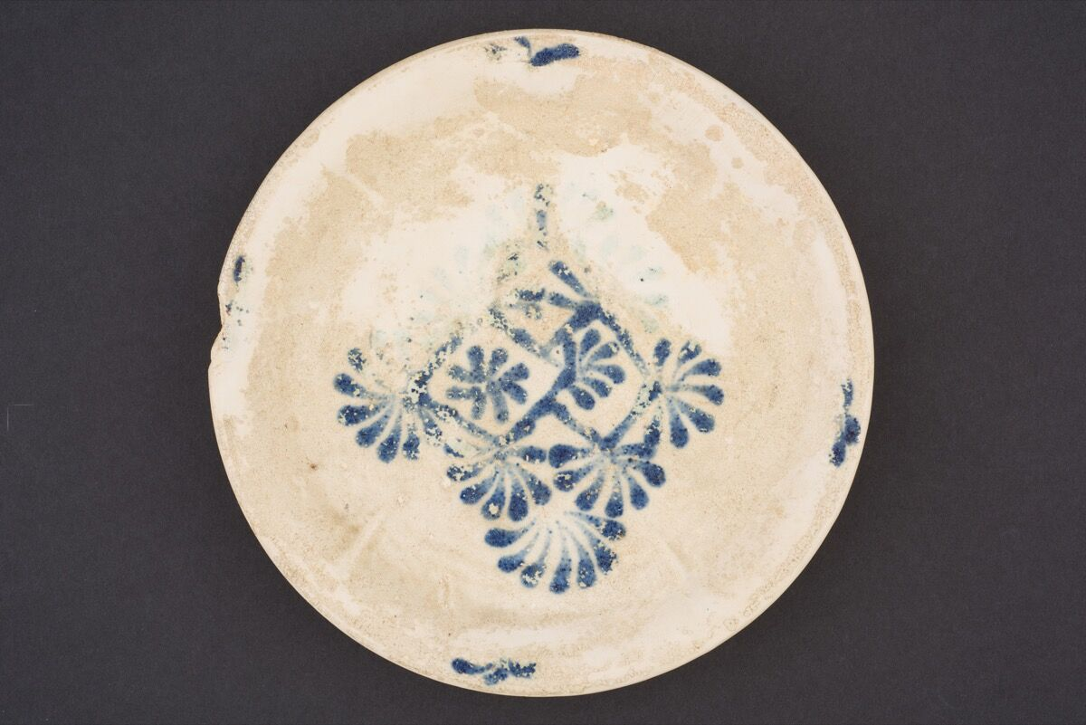 Dish with floral lozenge decoration, Tang dynasty, ca. 825-50. Photo by Asian Civilizations Museum, courtesy of John Tsantes and Robert Harrell; Asia Society Museum.